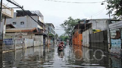 North Jakarta Submerged Under High Tide Floods, Says Mayor