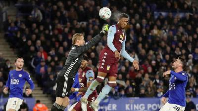 Striker-less Aston Villa Hold On for Draw at Leicester