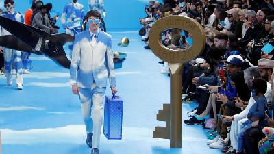 Catwalk Unik Ala Louis Vuitton di Paris Fashion Week