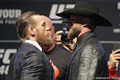 Video MMA: Panas, Jumpa Pers Duel Conor McGregor - Donald Cerrone