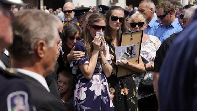 Australia Town Mourns Volunteer Firefighter Fallen in Bushfires