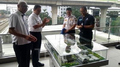 Anies Lays First Stone for Transjakarta, MRT Integration Project