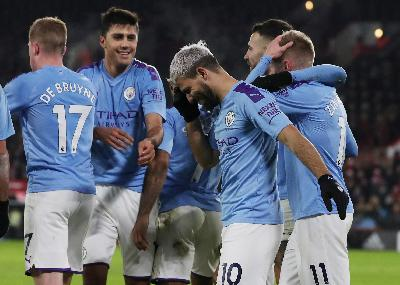 Manchester City See Off West Ham as Fans Take Aim at UEFA