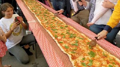 An Italian Restaurant in Australia Made a 103 Metre Pizza