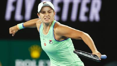 Barty Celebrates Australia Day with Comeback Win over Riske