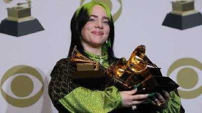 Billie Eilish Bawa Pulang 5 Piala Grammy Awards 2020