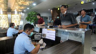 Pandemic Cuts Indonesia's Foreign Tourist Arrivals by 30%