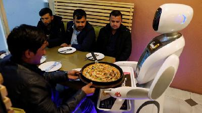 Robot Serves up Food in Afghanistan for The First Time