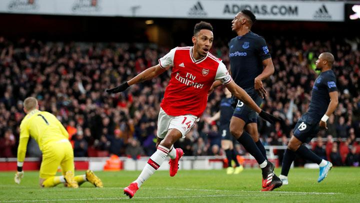 Penyerang Arsenal Pierre-Emerick Aubameyang, melakukan selebrasi setelah mencetak gol ke gawang Everton dalam pertandingan Liga Inggris di Stadion Emirates, London, 24 Februari 2020. Action Images via Reuters/Peter Cziborra