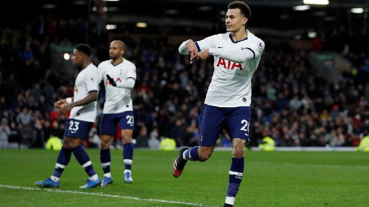 Gelandang Tottenham Hotspur Dele Alli, melakukan selebrasi setelah mencetak gol ke gawang Burnley dalam pertandingan Liga Inggris di Turf Moor, Burnley, 8 Maret 2020. Tottenham Hotspur ditahan imbang Burnley 1-0.  Action Images via Reuters/Lee Smith