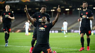 Manchester United Crush Linz in Empty Stadium
