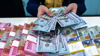 Rupiah Down 0.1% as BI Decides to Keep Interest Rates