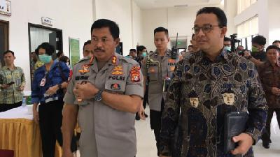 Anies Baswedan Urges Jakartans to Order Groceries Online