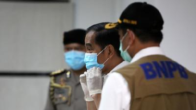 Jokowi: Everyone Must Wear Face Masks When Leaving Home