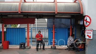 Jokowi's Social Restriction Won't Cover Public Basic Needs