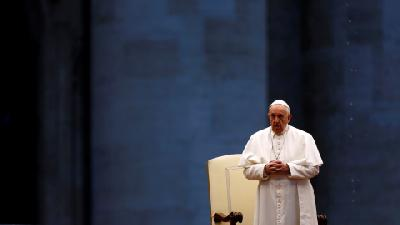 Pope Holds Dramatic Solitary Wervice for Relief from Coronavirus