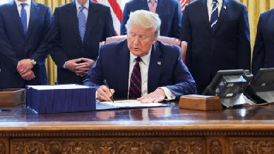 Trump Signs $2.2 Trillion Coronavirus Aid Bill into Law