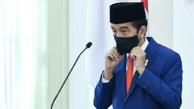 Jokowi Orders PSBB Relaxation in Economic Areas