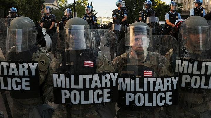 DC National Guard Military Police officers and law enforcement officers stand guard during a protests against the death in Minneapolis custody of George Floyd, near the White House in Washington, D.C., U.S., June 1, 2020. The death of the unarmed black man in Minneapolis police custody prompted tens of thousands of people to take to the streets of major cities from Seattle to New York. REUTERS/Jonathan Ernst