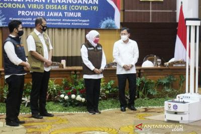 East Java Receives AUMR Robots and PCR Kits to Fight COVID-19