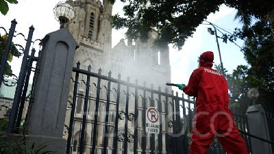 Jakarta Disinfects Istiqlal Mosque, Cathedral Church