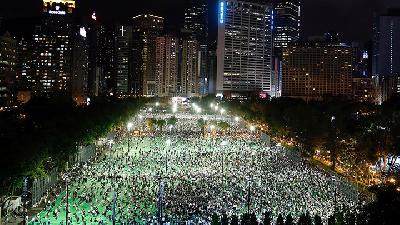 Thousands Turn Out in Hong Kong for Tiananmen Vigil, Defying Ban