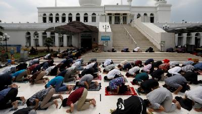 First Friday Prayer with Strict Health Protocols in Jakarta