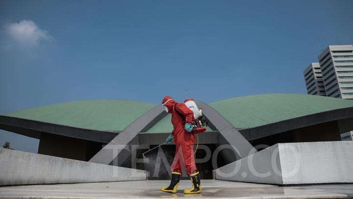 A firefighter sprays disinfectant at the Parliament Complex in Senayan, Jakarta, Sunday, June 14, 2020.  TEMPO/M Taufan Rengganis