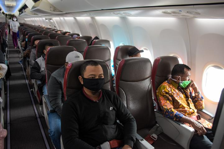Penerapan physical distancing di kabin pesawat Batik Air. Foto: Lion Air Group