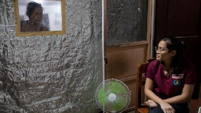 Philippine Doctors Shield Families with 'Quarantent'