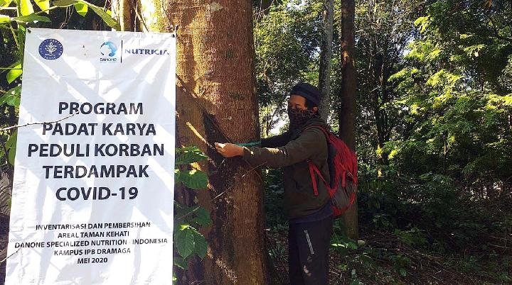 Danone SN Indonesia Supports IPB University Empowering Communities and Students Affected by the Pandemic Through Labor Intensive Program in Taman Kehati /