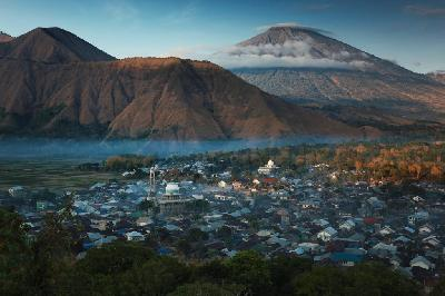 Mount Rinjani Reopens Trekking Routes Under Limited Quota