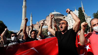 Muslims Celebrate at Hagia Sophia After Court Rruling