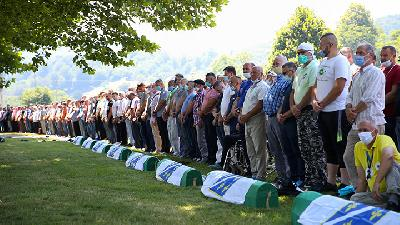 Bosnians Mark 25 Years Since Srebrenica Genocide