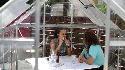 Cafe Shields Diners from Virus with Private Greenhouses