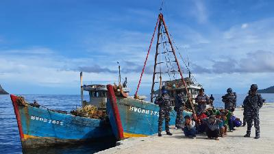 3 Foreign Vessels Captured at Natuna Over Illegal Fishing