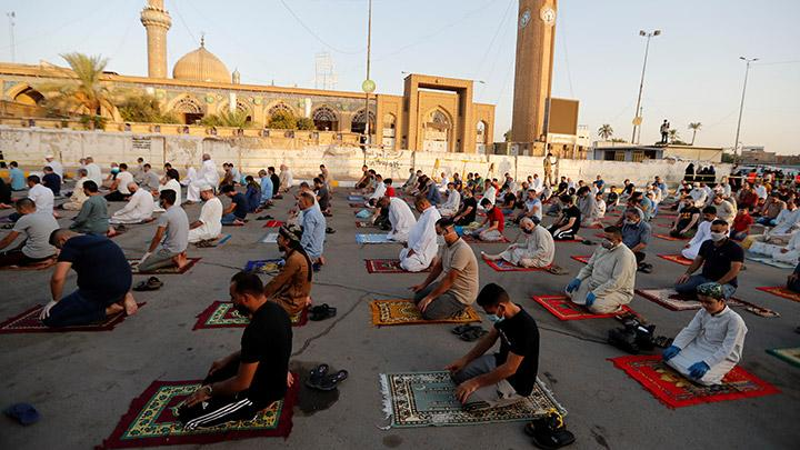 Iraqi Muslims offer Eid al-Adha prayers on the street outside Abu Hanifa mosque in Baghdad Adhamiya district, during the outbreak of the coronavirus disease (COVID-19), in Iraq, July 31, 2020. REUTERS/Thaier Al-Sudani