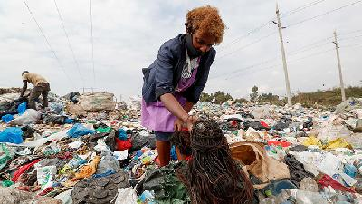 Hair Scavenged from Nairobi Dump Ends Up in Salon
