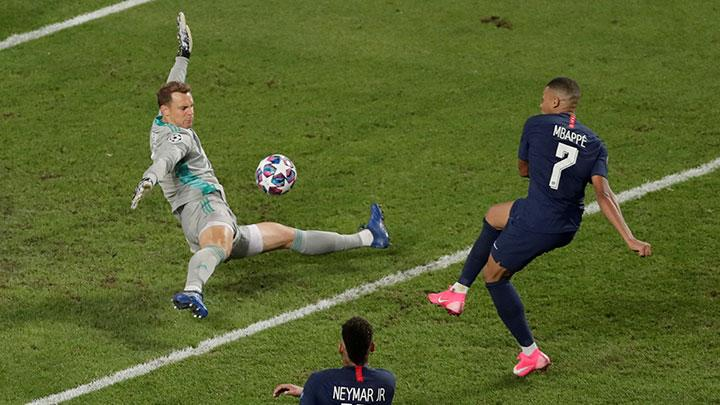 Paris St Germain's Kylian Mbappe misses a chance to score during the match Champions League Final between Bayern Munich vs Paris St Germain at Estadio da Luz, Lisbon, Portugal, August 23, 2020. Manu Fernandez/Pool via REUTERS