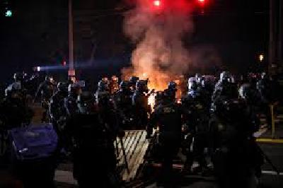 Portland Protesters Throw Fire Bombs at Officers on 100th Day of Demonstrations