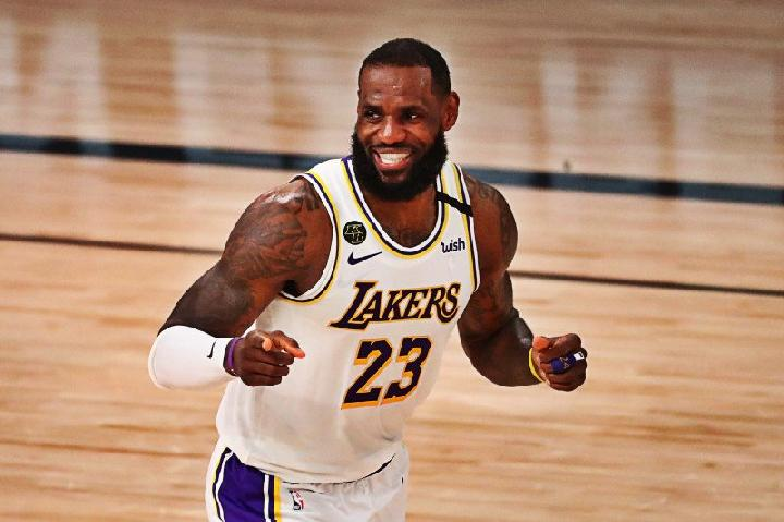 Forward Los Angeles Lakers LeBron James saat tampil di gim ketiga semifinal Wilayah Barat playoffs NBA 2020, Selasa (8/9/2020). ANTARA/REUTERS/Kim Klement-USA TODAY Sports/aa.