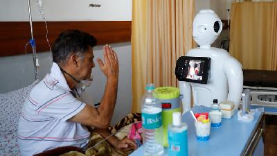 Robot Helps COVID-19 Patients in India Speak to Loved Ones