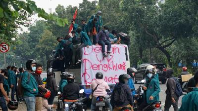 Omnibus Law Protest; Jakarta Traffic Rerouted as Roads to Merdeka Palace Closed
