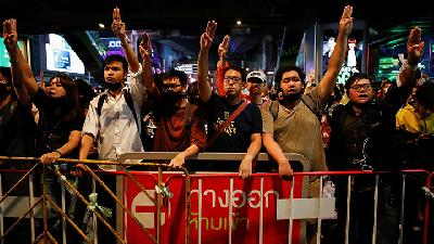 Protesters in Thailand Vow New Demonstration Despite Crackdown