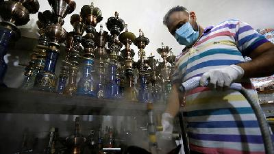 Shisha Bar in Baghdad Develops Disinfection Technique