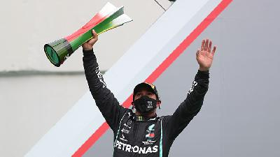 Hamilton Overtakes Schumacher with Record 92nd F1 Win