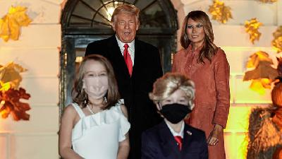 Mini Trump and Melania Steal The Show at White House Halloween