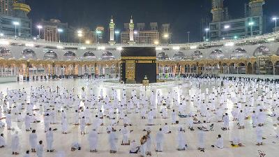 Umrah Resumed after 13 Pilgrims Contract Covid-19
