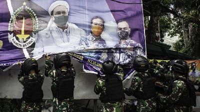 Rizieq Shihab Billboard Takedown; Jakarta Military Commander Explains