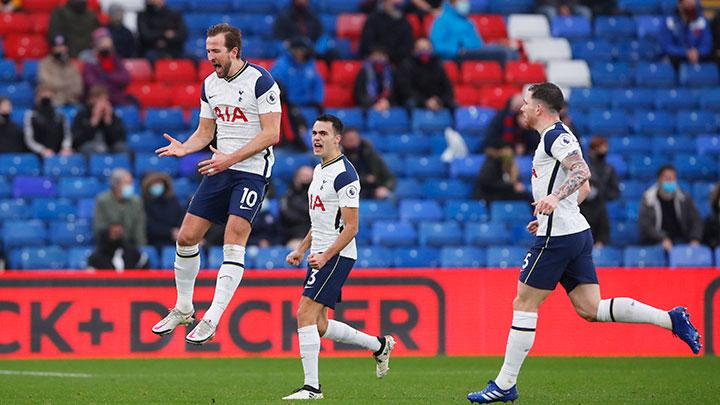 Penyerang Tottenham Hotspur Harry Kane, melakukan selebrasi setelah mencetak gol ke gawang Crystal Palace Vicente Guaita dalam pertandingan Liga Inggris di Selhurst Park, London, 13 Desember 2020. Pool via REUTERS/Andrew Couldridge